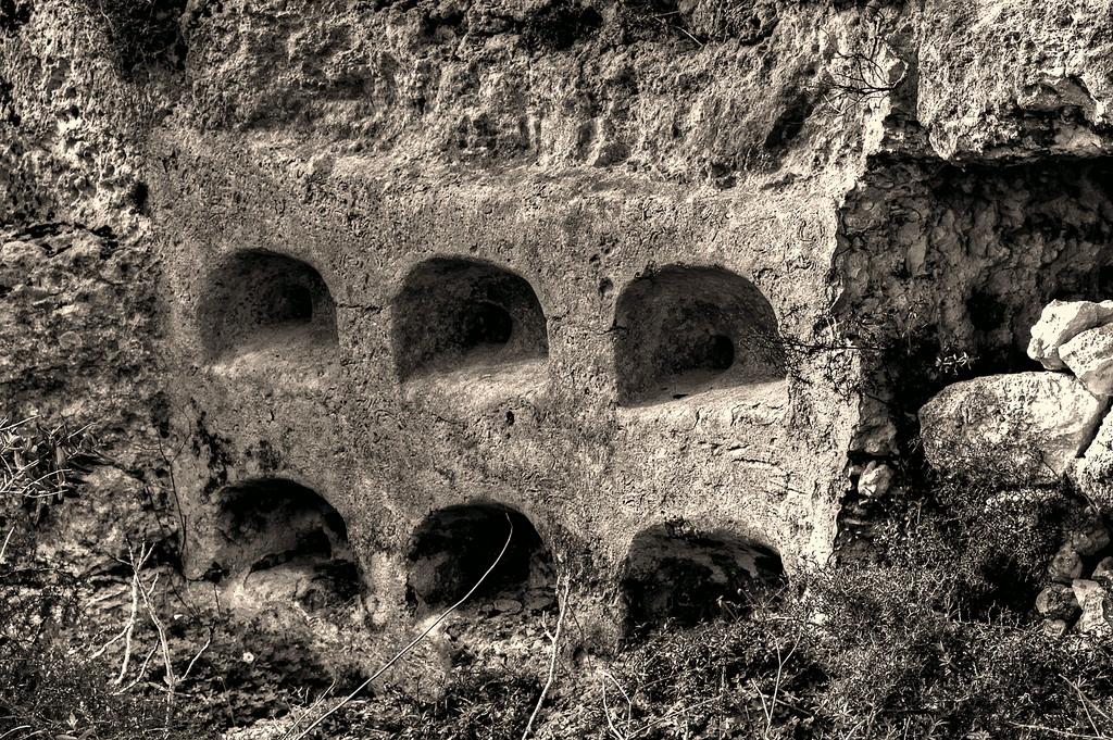 Starorzymskie wnęki ulowe (prawd. Malta)